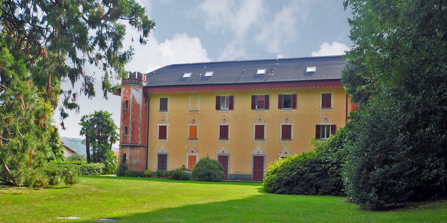 Wohnung zu kaufen in Bee mit Seeblick in einer historischen Villa